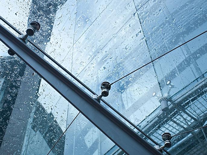 Pensilina in vetro con struttura in acciaio